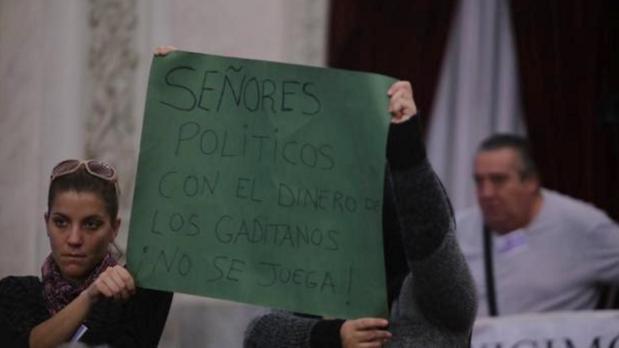 «No vamos a salir del Ayuntamiento sin una solución en la mano»