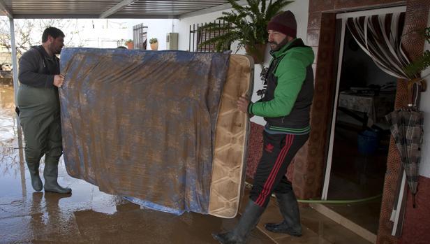 Dos afectados por las inundaciones en Conil