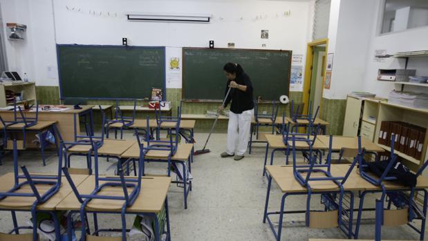Emsisa asumirá los servicios de limpieza que cuentan con unos 180 trabajadores