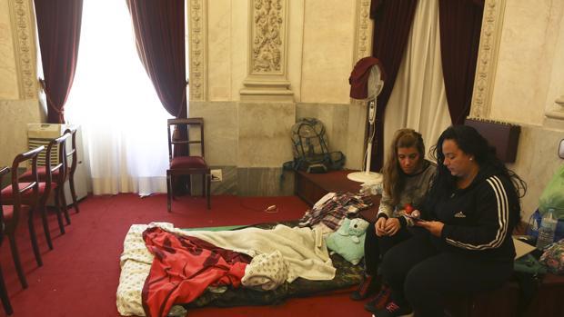 Las mujeres han abandonado su encierro en el salón de Plenos del Ayuntamiento.
