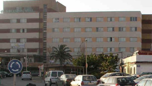 Más de un centenar de personas se manifiestan en Algeciras en demanda de mejoras en la sanidad pública
