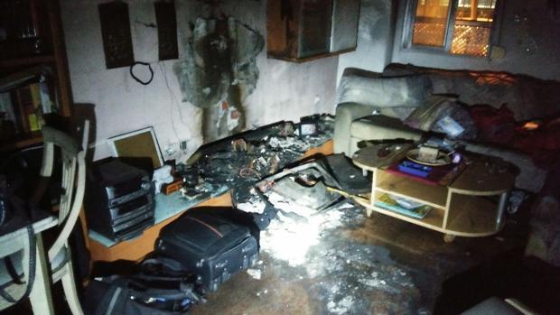Una persona hospitalizada tras un incendio en una vivienda en Cádiz