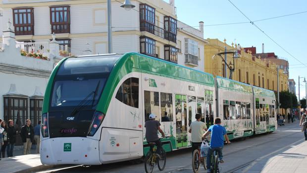 El tranvía de San Fernando en pruebas técnicas el pasado verano