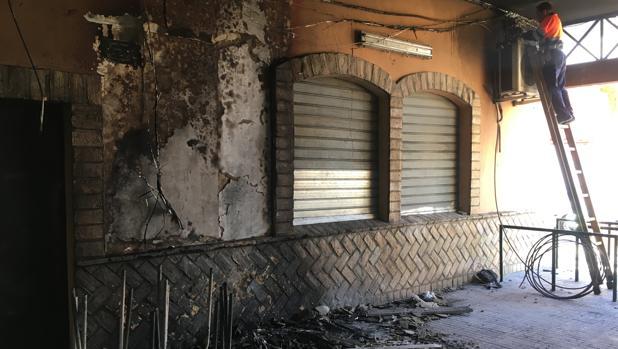 Uno de los locales afectados por las llamas.
