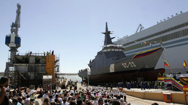 Botadura en el astillero de San Fernando de uno de los patrulleros construidos para Venezuela