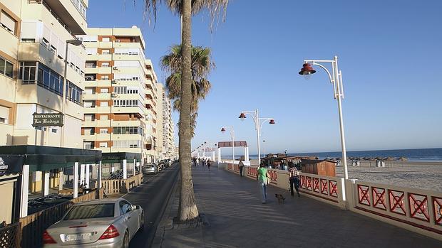 A prisión la joven denunciada por estafar a vecinos, comercios y cofradías en Cádiz