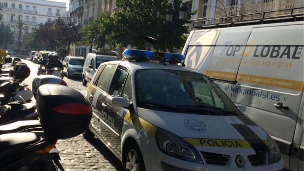El coche 'ponemultas', a la caza por Cádiz