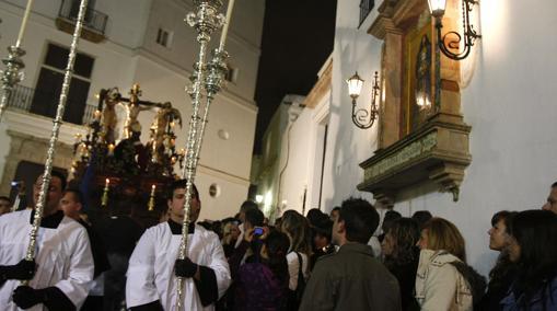 La salida de El Perdón es de las que más público congrega en la Madrugá