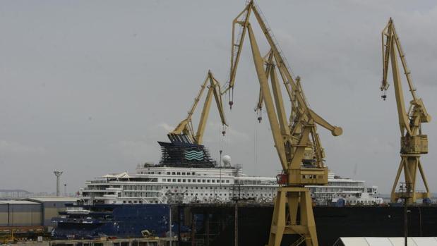 El 'Horizon', de Pullmantur, se encuentra en el dique del astillero de Cádiz por una varada técnica
