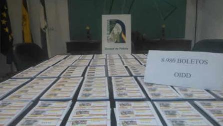 Boletos de lotería ilegal intervenidos en otro operativo anterior.
