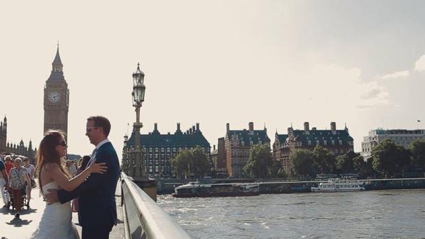La isleña Raquel Bernal y su marido en Londres.