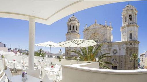 La Catedral de Cádiz, desde la terraza del hotel del mismo nombre