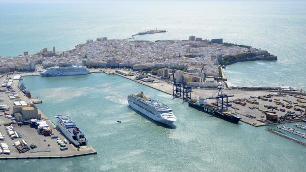 ¿Quieres visitar gratis y en catamarán el Puerto de Cádiz?