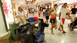 La firma del convenio de la limpieza en Cádiz desata la guerra entre UGT y CC OO