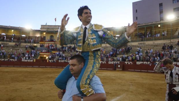 Triunfo de Cayetano en una tarde de escaso contenido en la Feria de Jerez