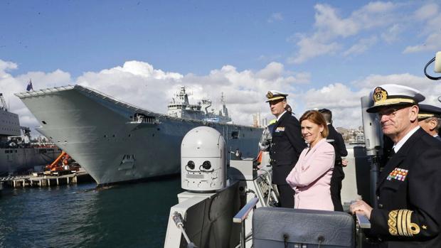 La ministra visitó la fragata 'Cristóbal Colón', que se encuentra en Sidney