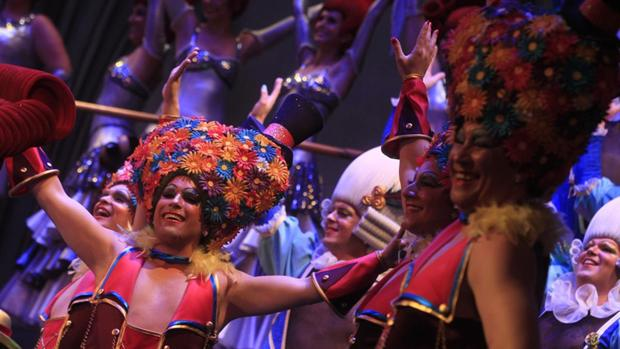 Uno de los integrantes del coro 'La reina de la noche' sufrió una agresión homófoba.