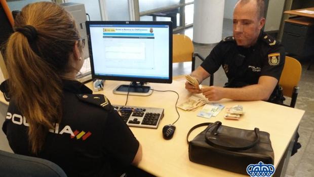 La Policía con el bolso sustraido