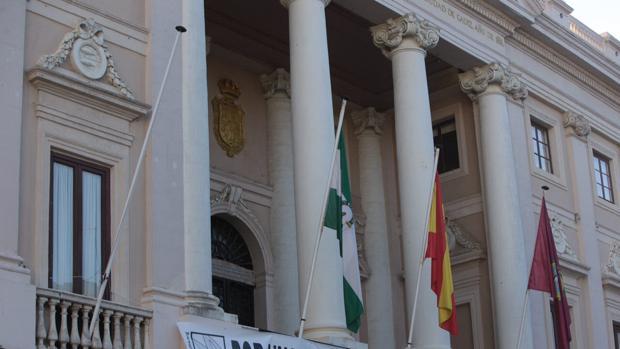 El Ayuntamiento tiene la obligación por Ley de publicar en la Plataforma de contratación del sector público.