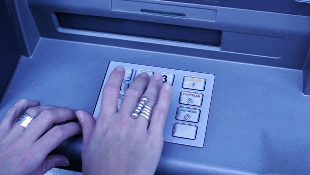 Saca 37.000 euros en La Línea usando de forma fraudulenta una tarjeta de una mujer de 80 años