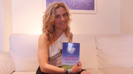 Silvia Congost con su último libro