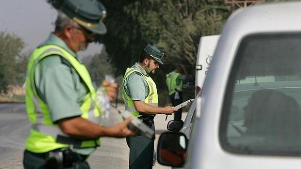 Casi 500 conductores andaluces denunciados por haber consumido alcohol o drogas