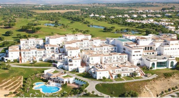 Vista aérea del hotel Fairplay de Banalup, Cádiz