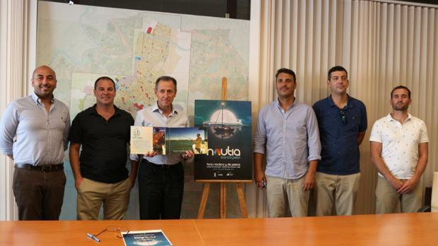 El alcalde de Chiclana con los impulsores de la iniciativa