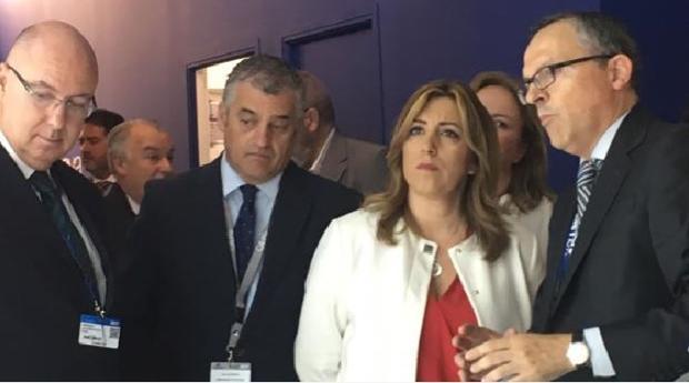 Visita de Susana Díaz y el consejero de Economía, Javier Carnero, al salón aeronaútico de París-Le Bourget