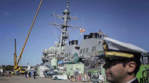 Mantenimiento del 'Uss Ross' en la Base Naval