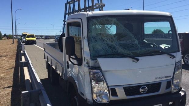 La camioneta impactó por el lado derecho contra el agente.