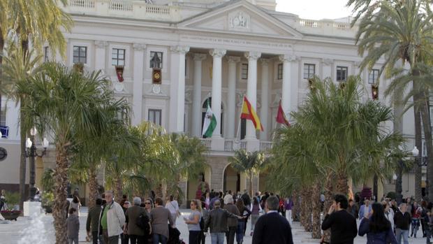 Un grupo de interinos denuncian discriminación en el Ayuntamiento.