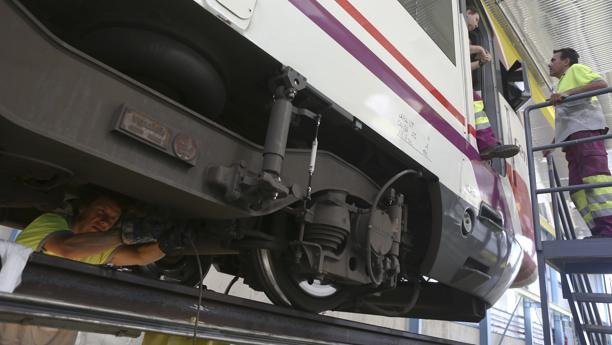 Los trenes Ciivia del servicio de Cercanías se someten a una profunda inspección en Jerez