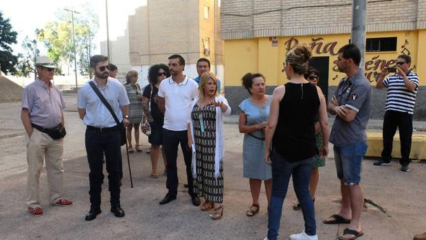 La contratación del servicio público de limpieza en barriadas rurales de Jerez, más cerca