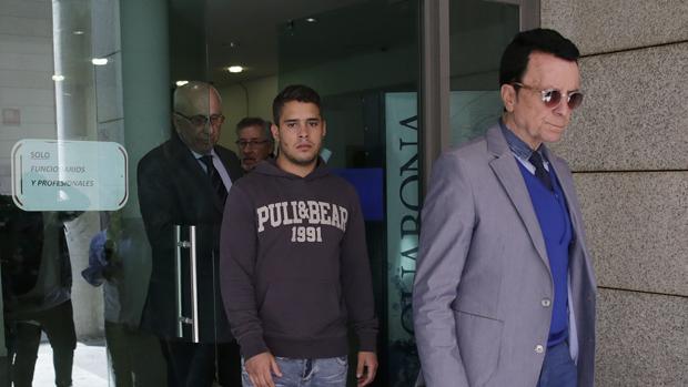 Jose Ortega Cano con su hijo José Fernando en los juzgados de Madrid