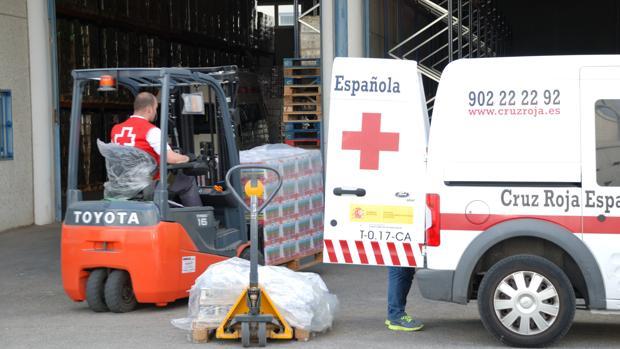 Imagen de la distribución de alimentos por parte de Cruz Roja Española.