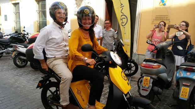 El alcalde de El Puerto, David de la Encina, ha animado a portuenses y visitantes a probar Muving.