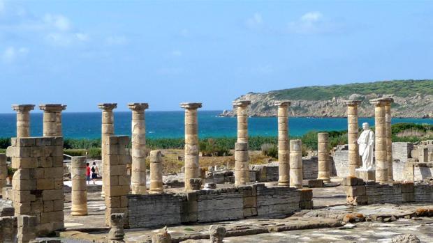 Diez playas de Cádiz para hacer turismo cultural sin mover la sombrilla