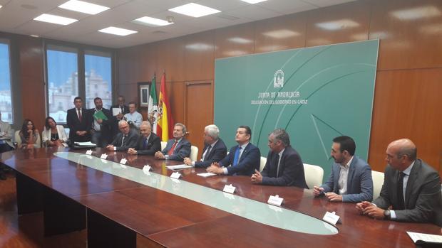 Momento de la firma del protocolo de cesión de suelo por parte de Navantia