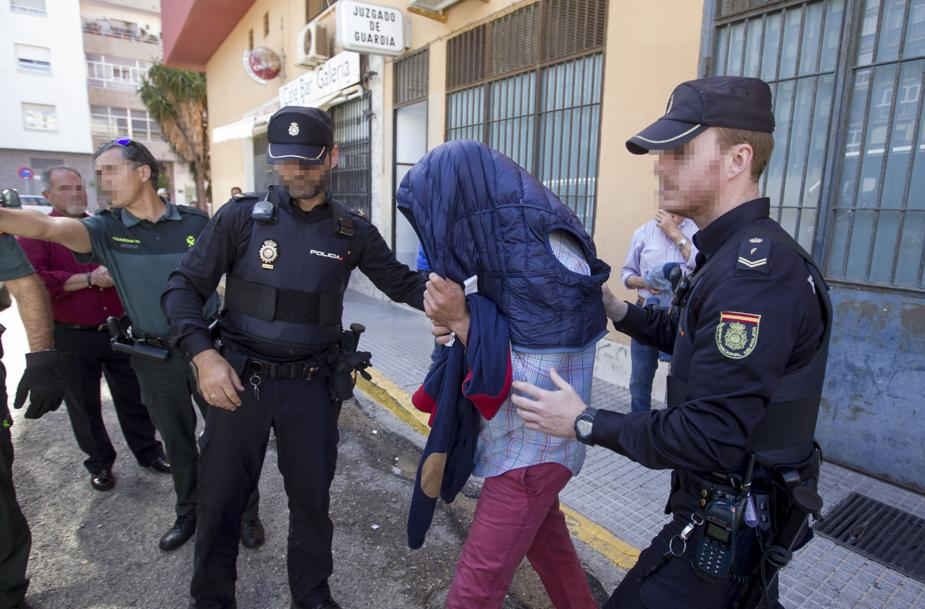 Detenidos en algeciras una madre y su hijo por estafas - Policia nacional algeciras ...