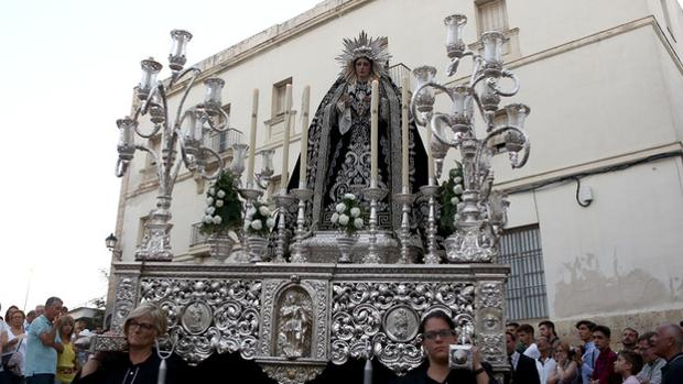 La Virgen de la Soledad, durante traslado de Santa Cruz a Santa María que realizó la cuadrilla de mujeres.