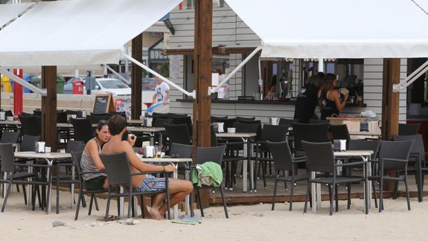 Una imagen de las terrazas situadas sobre la arena