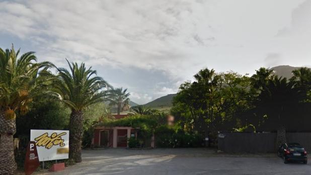 Acceso del hotel 100% Fun de Tarifa donde se ha producido la explosión