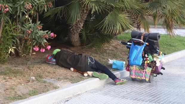 Varias personas sin hogar han acampado durante este verano en los jardines de Canalejas.