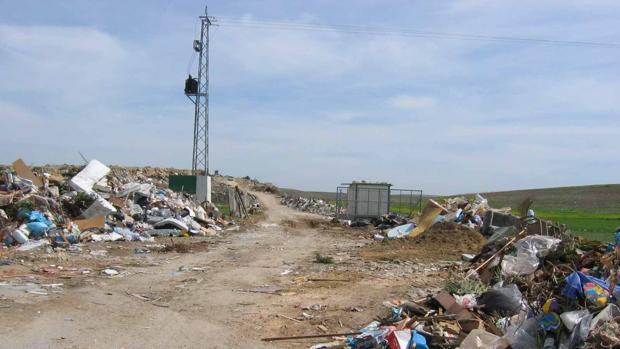 Imagen de archivo de depósito irregular de residuos en Sanlúcar de Barrameda