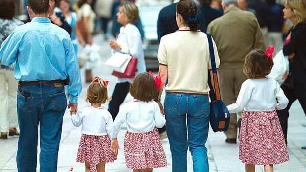 Cádiz, la tercera provincia con más títulos de familia numerosa en los seis primeros meses del año
