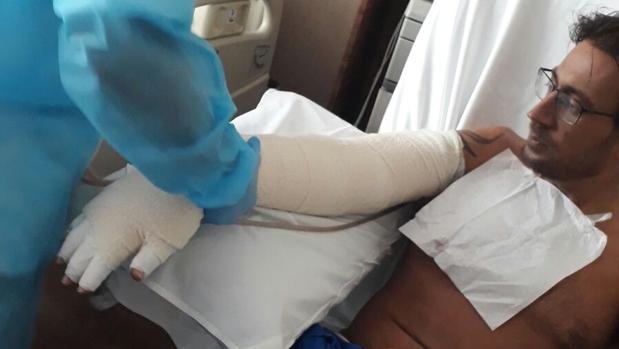 Víctor ha pasado por más de diez intervenciones quirúrgicas en Singapur.