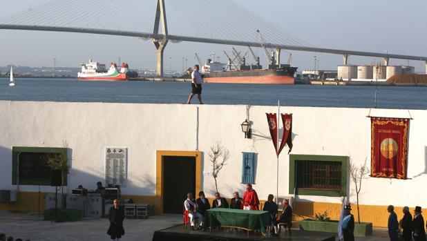 Acto de bendición de la bandera en el fuerte de Puntales.