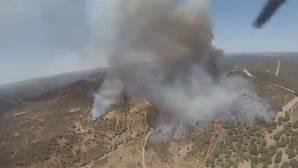 Foto facilitada por el Infoca del incendio de El Castillo de las Guardas