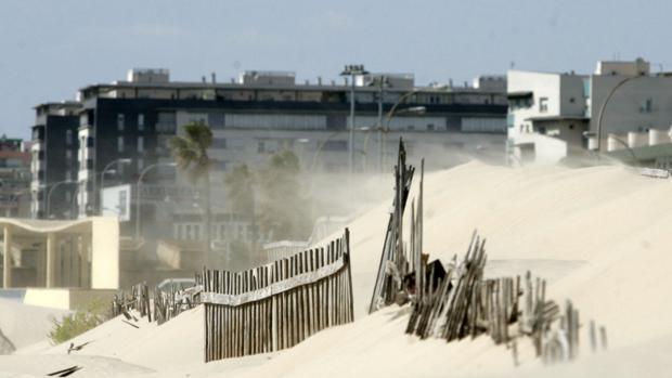 Continúa este domingo el aviso amarillo por fuertes rachas de viento de levante en Cádiz